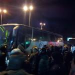 Бандеровские боевики напали на автобусы с харьковчанами, избили и угрожали сжечь заживо