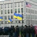 У посольства США в Киеве прошел многотысячный митинг