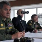Президент РФ Владимир Путин поручил Минобороны провести внезапную проверку боеготовности сил Западного и Центральных военных округов
