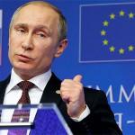 Мужчина в черном, на голубом фоне европейской толерантности
