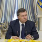 Янукович заявляет о государственном перевороте и не собирается уходить в отставку