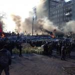 В центре Киева люди выпрыгивают из окон, спасаясь от действий протестующих