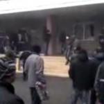 В Горловке Донецкой области протестующие перекрыли центр города и окружили отдел милиции