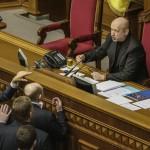 Александр Турчинов потребовал от украинских силовиков возобновить антитеррористическую операцию