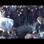 Харьков. Избитые боевики «Правого Сектора» ползут по коридору позора