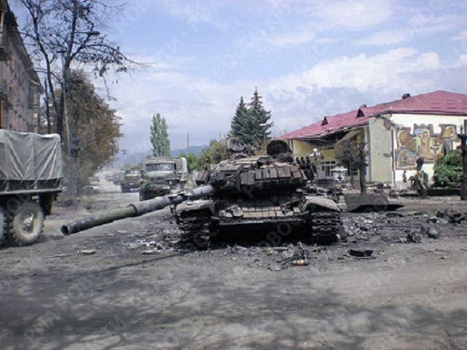 1407658319_destroyed-georgian-tank