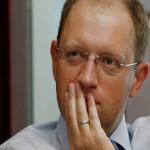 Яценюк попросил Запад не снимать санкции против России